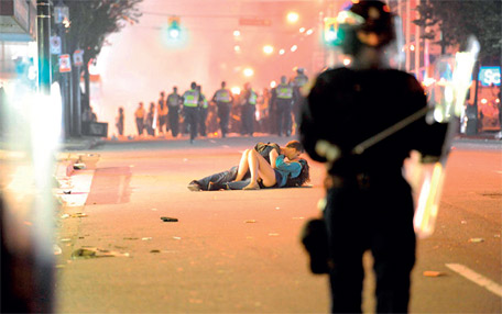 Il bacio di Vancouver (2011) di Richard Lam | Getty Images